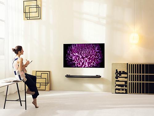 Mua căn hộ Vinhomes Golden River, nhận tivi dán tường siêu mỏng