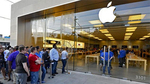 Fan xếp hàng dài ngóng chờ iPhone 2017 ra mắt