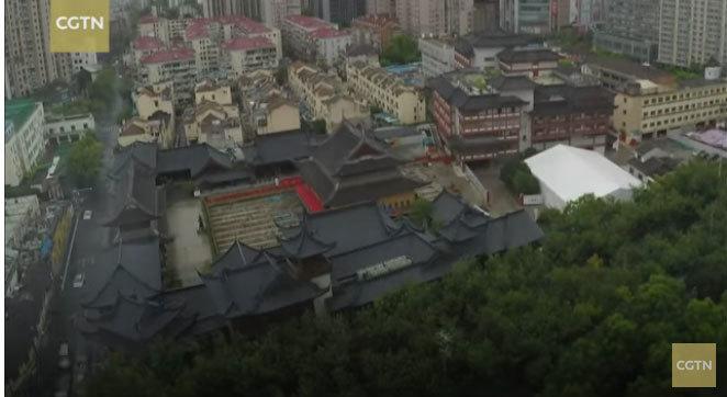 Xem dịch chuyển ngôi chùa nặng hàng nghìn tấn