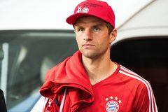 """Thomas Muller vẫy gọi MU, Bale """"ăn bám"""" Real lấy danh hiệu"""