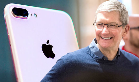 Tim Cook, iPhone, iOS, Apple,