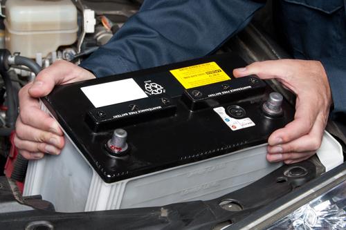 7 nguyên nhân khiến ắc quy ô tô nhanh hết điện, hỏng hóc