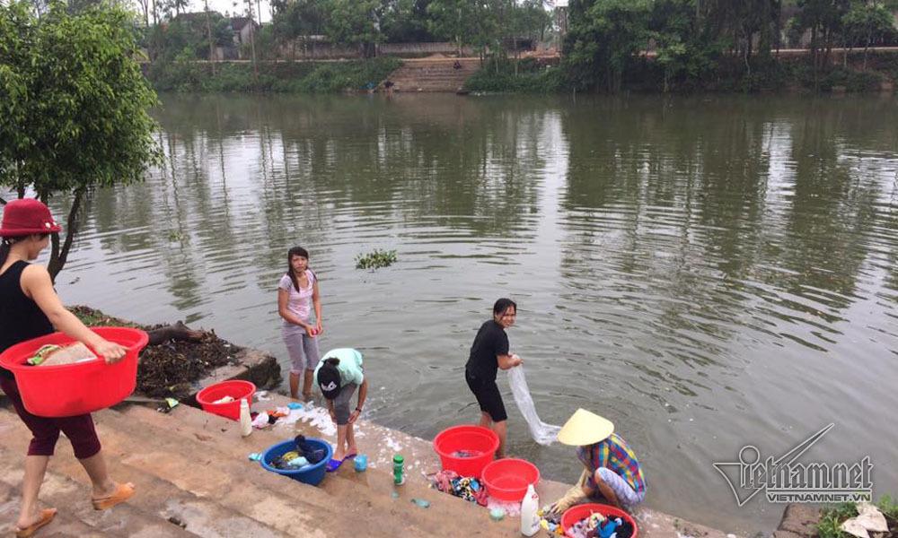 Sông bị 'bức tử' bởi nhà kiên cố chèn ép