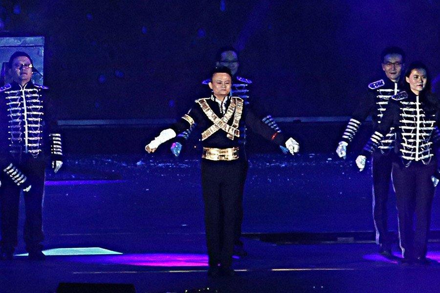 Xem tỷ phú giàu nhất TQ nhảy Michael Jackson