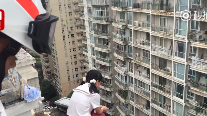 Người hùng giải cứu nữ sinh trầm cảm định nhảy từ tầng 17