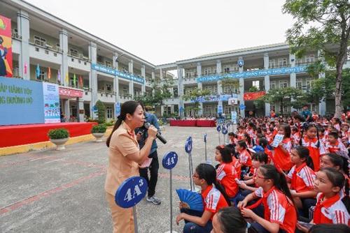 Mèo máy Doraemon giúp trẻ Việt học luật giao thông