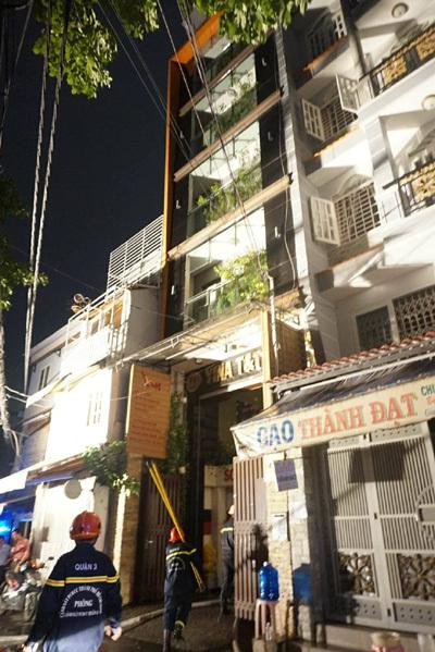 Cháy tòa nhà cao 6 tầng ở trung tâm Sài Gòn