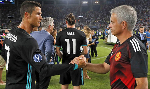"""Ronaldo giận run Mourinho, Barca """"bỏ rơi"""" Di Maria"""