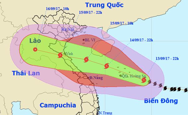 Từ chiều tối, đêm mai, bão số 10 sẽ đổ bộ vào các tỉnh Bắc Trung Bộ, vùng có gió mạnh cấp 11-12, giật cấp 15 từ Nghệ An - Quảng Bình. Ảnh: NCHMF