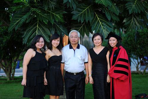 Thoát DongAbank, vợ con Trần Phương Bình thăng hoa