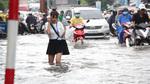 Mưa lớn, Sài Gòn tê liệt nhiều tuyến đường