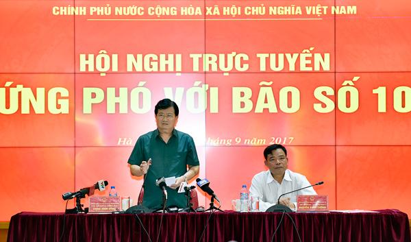 Bão số 10 giật cấp 15 đổ bộ Hà Tĩnh - Quảng Bình