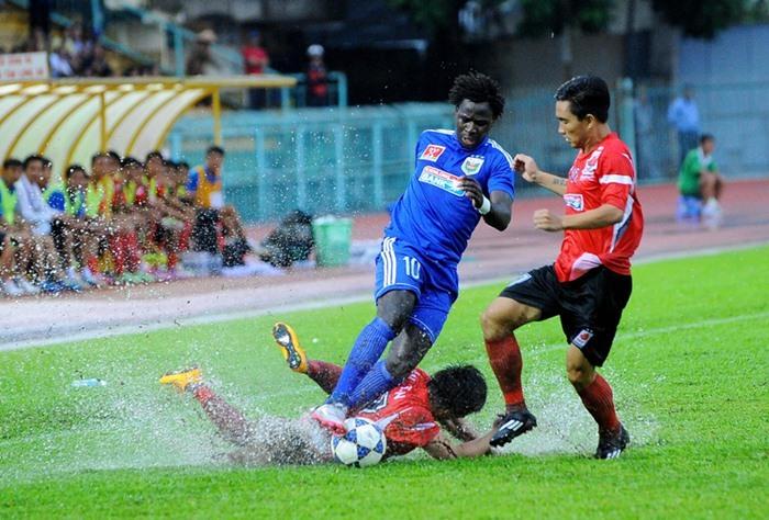 V-League, bão số 10, tuyển Việt Nam, bão Doksuri