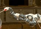 Robot nhạc trưởng chỉ huy dàn nhạc khiến cả thế giới ngỡ ngàng