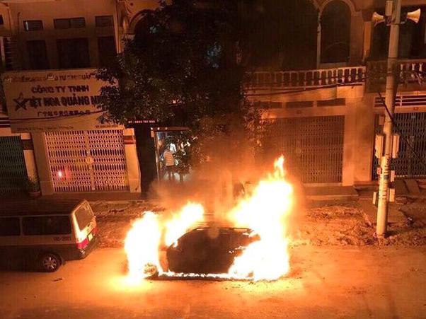 ô tô Mercedes, cháy ô tô, Quảng Ninh