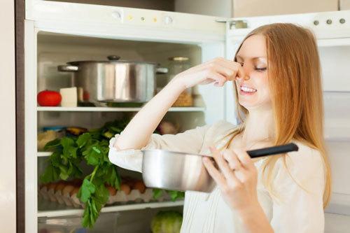 Mẹo khử mùi hôi trong tủ lạnh
