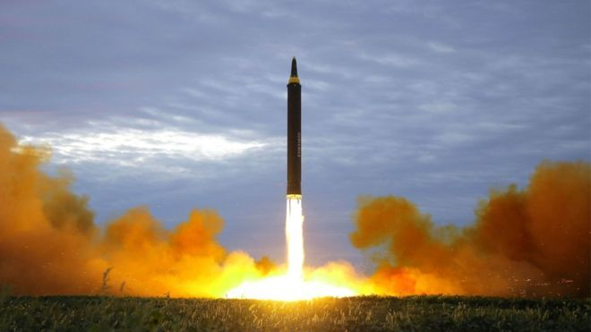 Triều Tiên phóng tên lửa đạn đạo qua không phận Nhật