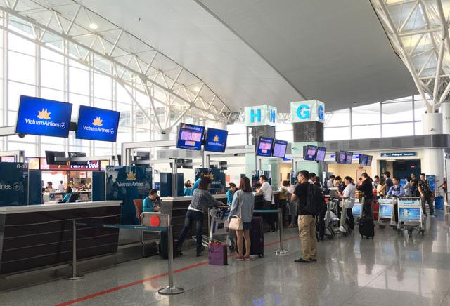 Từ 1/10, khách đi máy bay phải 'gánh' thêm nhiều khoản phí