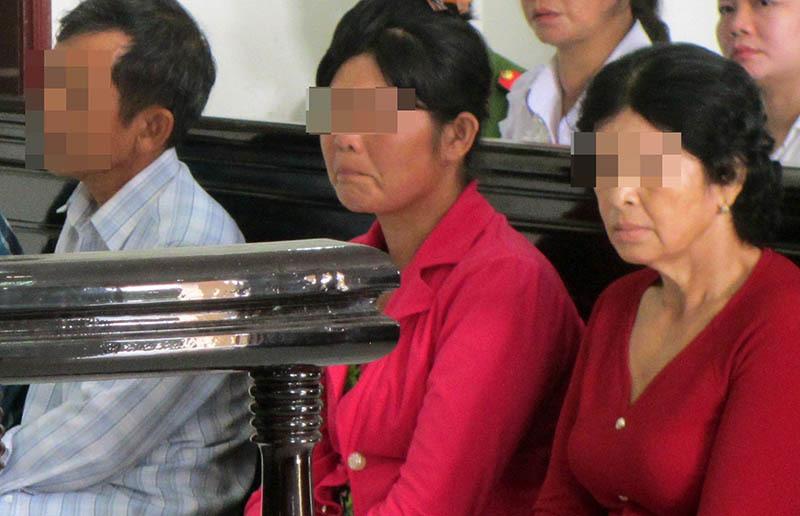 Chuyện chưa kể về phiên toà ông nội và cha xâm hại bé gái 11 tuổi