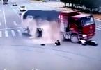 Đối mặt tử thần, người lái xe máy thoát chết thần kỳ