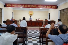 Chi cục trưởng hải quan bị doanh nghiệp kiện ra tòa