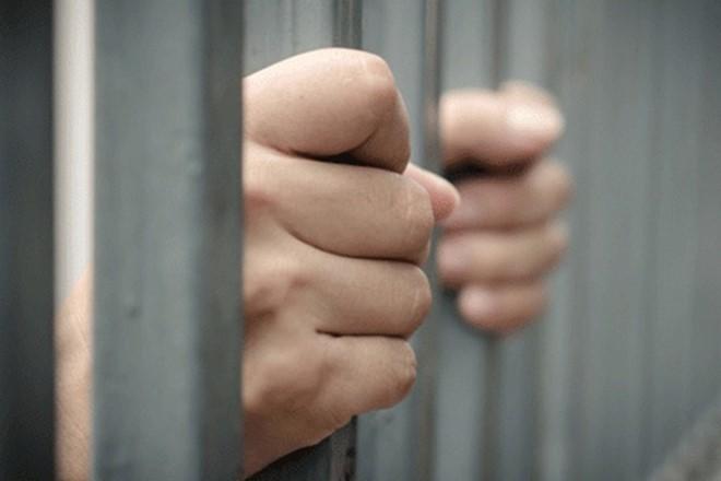 Gặp khó khăn khi muốn thăm người yêu bị tạm giam