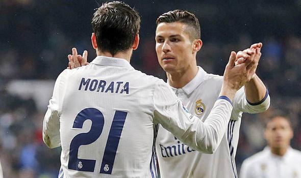 """Ronaldo """"bốc hỏa"""": Real sai lầm khi bán Morata!"""