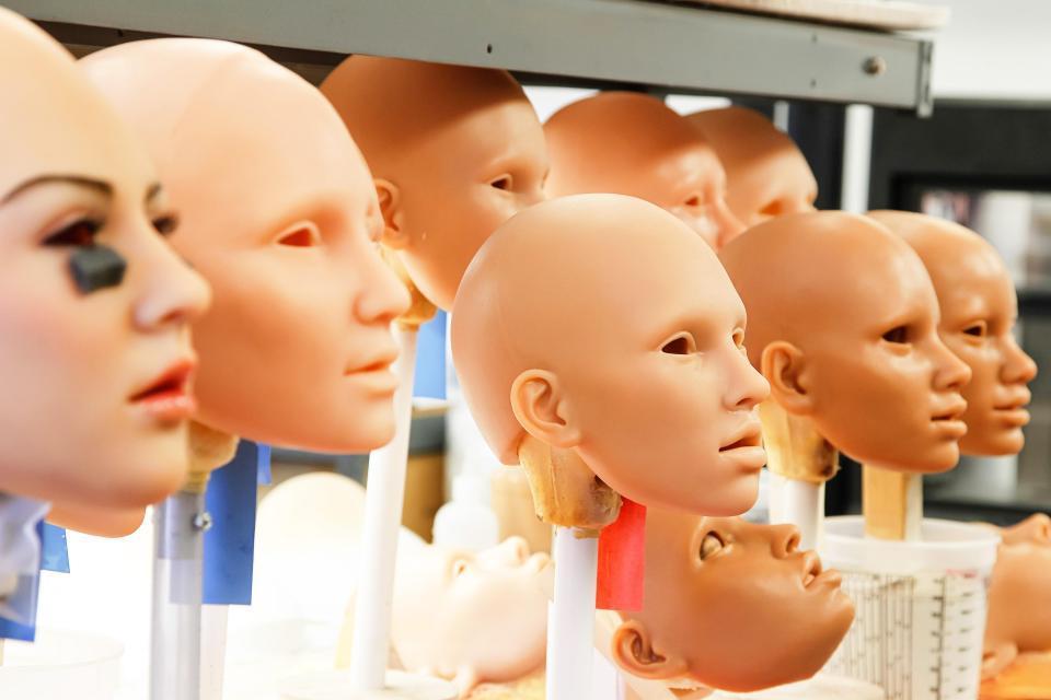 Bên trong xưởng búp bê tình dục ở Mỹ