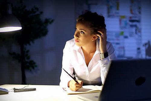Mẹo giúp tập trung làm việc vào ban đêm