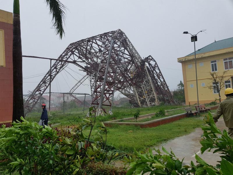 'Siêu bão' quật đổ tháp truyền hình, Bộ Xây dựng chỉ đạo khẩn