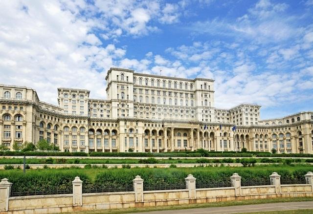 Những kỷ lục của du lịch thế giới, Khách sạn lớn nhất, Khách sạn cổ nhất, Nơi mưa nhiều nhất