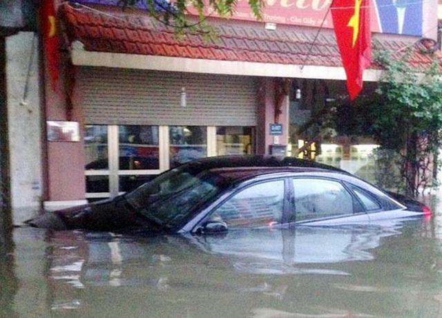 KỸ NĂNG LÁI XE, lái xe trời mưa