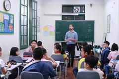 """Quy định """"lạ"""" dạy tiếng Anh  ở TP.HCM"""