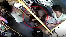 """10 clip 'nóng': Thiếu nữ tung cước vì bị người đàn ông """"quấy rối"""""""