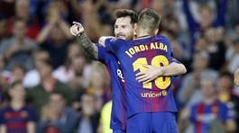 """Messi hết """"phép"""", Barca trở về từ cõi chết"""