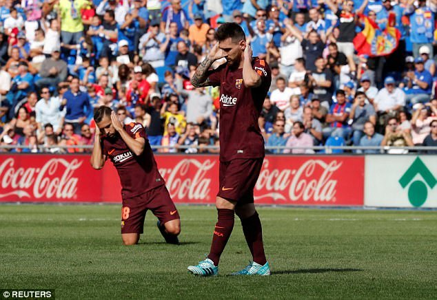 Messi hết 'phép', Barca trở về từ cõi chết