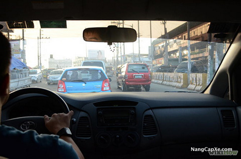 'Bỏ túi' 7 kinh nghiệm lái xe ô tô trong thành phố giờ cao điểm