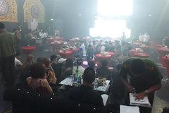 Cảnh sát đột kích quán bar, hàng trăm dân chơi vứt ma túy xuống sàn