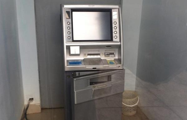 Bắt nam thanh niên cạy trụ ATM trộm tiền lúc rạng sáng