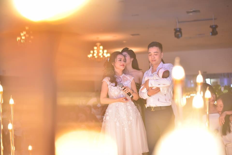 Tiệc đầy tháng con gái hoành tráng của diễn viên 4 đời chồng Hoàng Yến