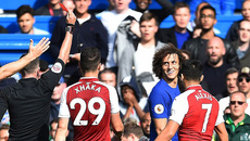 David Luiz bị đuổi, Arsenal xóa dớp thua trên sân Chelsea