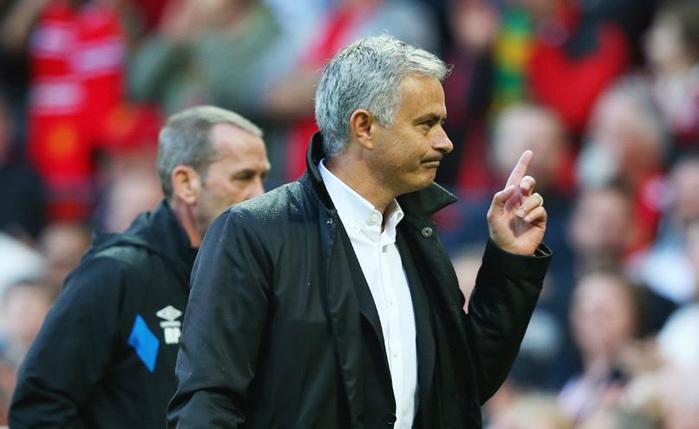 """Mourinho nổ vang trời sau chiến thắng """"bốn sao"""""""