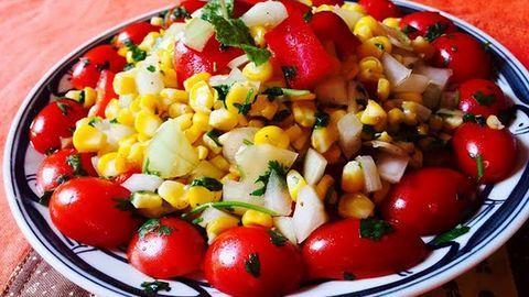 Mẹo giảm cân nhẹ nhàng với salad ngô và cá kho nước tương