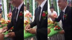 Đám cưới của hotboy tiền lẻ lộ diện