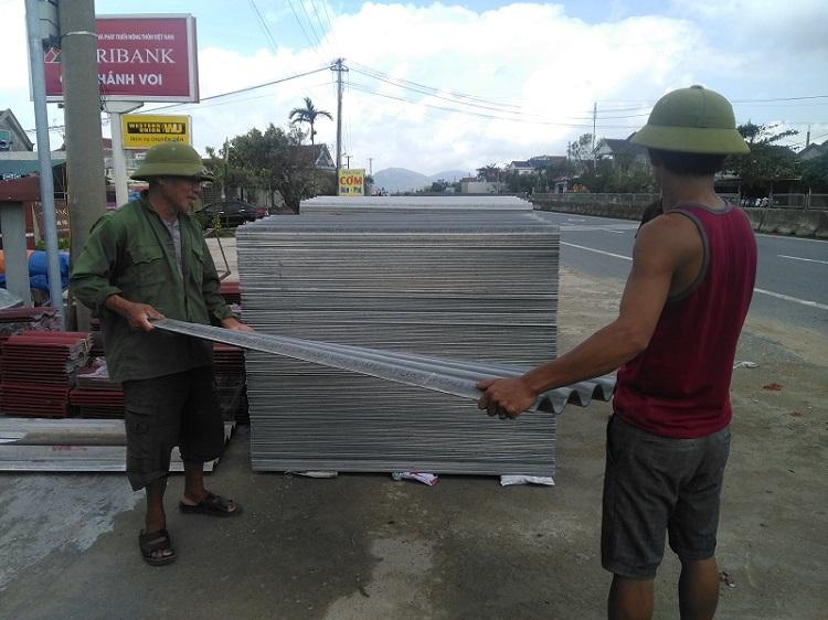 Chặt chém dân vùng bão: Rút giấy phép, đóng cửa hàng ngay