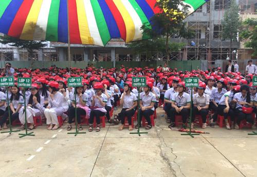1.300 mũ bảo hiểm HVN dành cho HS Đăk Nông