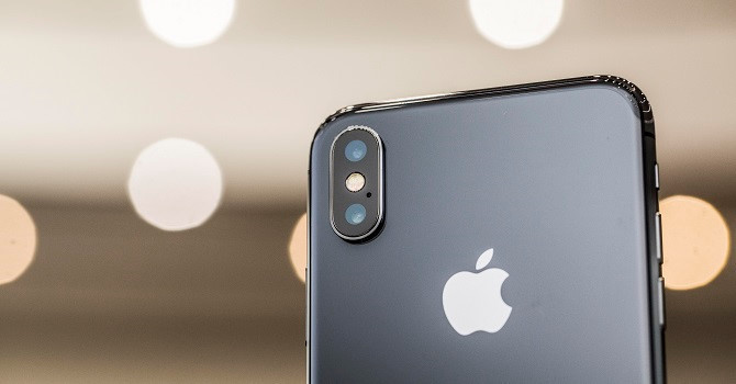 Apple không thể đáp ứng nổi lượng đặt mua iPhone X