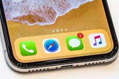 iPhone X tiếp tay cho smartphone Android nhái Apple