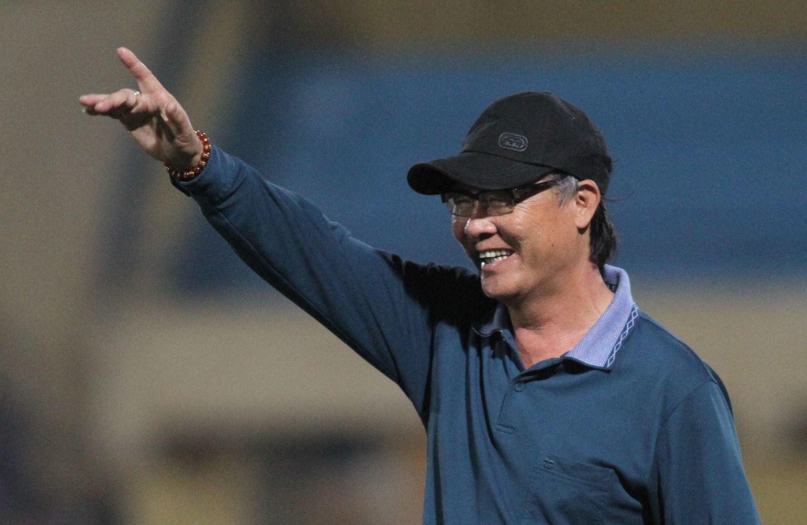HLV Nguyễn Thành Vinh: 'VFF phải biết kiếm tiền, vời thầy ngoại cho tuyển'