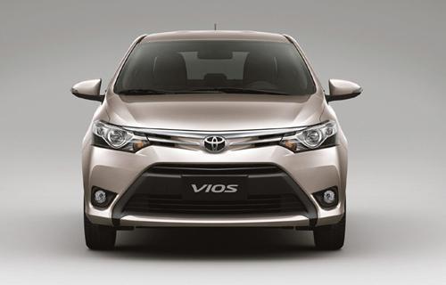 Mua xe Toyota được tặng lệ phí trước bạ